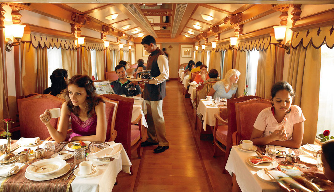 The Golden Chariot Train - Restaurant